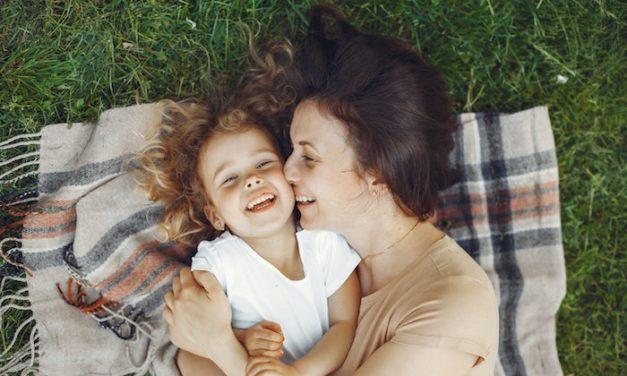 Deux facteurs indispensables pour que l'enfant parle sa langue minoritaire